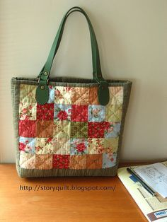 patchwork casual bag another beginner year project this Quilted Tote Bags, Patchwork Bags, Reusable Tote Bags, Craft Bags, Purse Patterns, Sewing Patterns, Fabric Bags, Big Bags, Casual Bags
