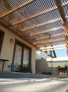 Garage Pergola, Gazebo Pergola, Casa Patio, Patio Roof, House With Porch, House Front, Fence Gate Design, Backyard House, Patio Layout