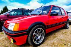 #Peugeot #205 #GTI à Vintage Heroes. #MoteuràSouvenirs Reportage complet : http://newsdanciennes.com/2016/05/18/youngs-folie-vintage-heroes-2016/ #ClassicCar