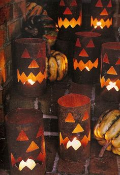 DIY Jack- o - lantern luminaries plus lots of great halloween ideas on this site Halloween Kostüm, Holidays Halloween, Halloween Pumpkins, Terrifying Halloween, Halloween Tricks, Halloween Goodies, Halloween Images, Fall Crafts, Holiday Crafts