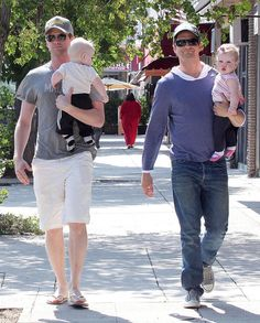 Neil Patrick Harris Photos - Actor Neil Patrick Harris and his partner David Burtka out for Father's Day dinner with their twins Gideon Scott and Harper Grace in Sherman Oaks, CA. - Neil Patrick Harris And Family Out For Father's Day Dinner David Burtka, Hot Dads, Neil Patrick Harris, Celebrity Kids, How I Met Your Mother, First Fathers Day, Family Outing, Famous Faces, Kids And Parenting