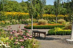 Partout, des bancs pour se reposer et admirer les jardins.