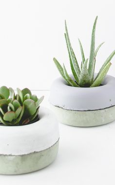 Diy planters, Concrete planters, Succulent planter diy, Succulents diy, Diy concrete planters, Concrete diy - These unique DIY planters are clever, cool and oh yeah, pretty easy to make too! If you - #Diyplanters Diy Concrete Planters, Diy Planters, Planter Pots, Planter Ideas, Modern Planters, Concrete Projects, Succulent Planter Diy, Succulents Diy, Diy Recycling
