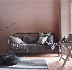 FYRESDAL bedbank |  #IKEA #IKEAnl #woonkamer #slaapkamer #bedframe #bank #functioneel #praktisch #logeerkamer #nieuw