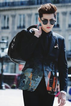 Find images and videos about kris, china and wuyifan on We Heart It - the app to get lost in what you love. K Pop, Rapper, Kim Jong Dae, Kris Exo, Exo Album, Wu Yi Fan, Korean Boy, Stylish Boys, Poses For Men