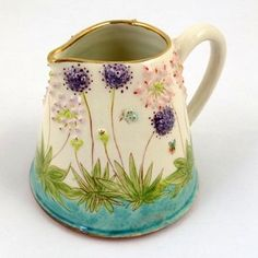 Aliums, Agapanthus and Foxtails I love this little jug.it's beautiful Slab Pottery, Pottery Mugs, Ceramic Pottery, Pottery Art, Pottery Painting Designs, Pottery Designs, Ceramic Decor, Ceramic Art, Ceramic Pitcher