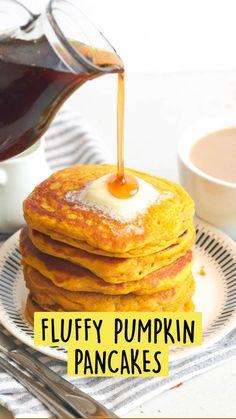 Pumpkin Breakfast, Pumpkin Waffles, Fall Breakfast, Yummy Easy Breakfast, Breakfast Dishes, Healthy Breakfast Recipes, Healthy Pancake Syrup, Simple Pancake Recipe, Healthy Pumpkin Pancakes