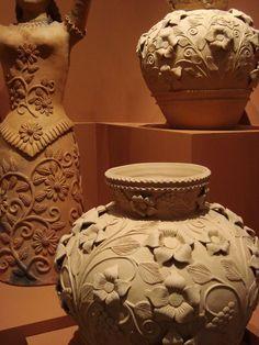 Handmade Pottery from Atzompa, Mexico Pottery Sculpture, Pottery Vase, Ceramic Pottery, Ceramic Techniques, Pottery Techniques, Clay Projects, Clay Crafts, Design Vitrail, Clay Vase