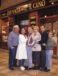 Acompañado por Antonio Mercero y el resto de actores de 'Farmacia de Guardia'.