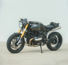 We have a guilty secret: As much as we love poring over the high-end builds, we also love checking out 'regular' bikes that have been discreetly fettled with smart upgrades. From Tony Prust of comes this modified BMW R nineT. Custom Cafe Racer, Bmw Cafe Racer, Cafe Racers, Biker Accessories, Nine T, Bmw Boxer, Retro Motorcycle, Cool Motorcycles, Moto Style