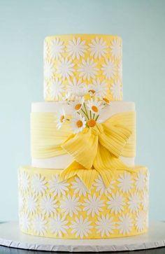 yellow-daisy-wedding-cake