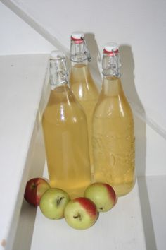 Jag svär att den dag jag skaffar hus ska jag ha äppelträd i mängder. Och göra must i mängder. Och vara lycklig.
