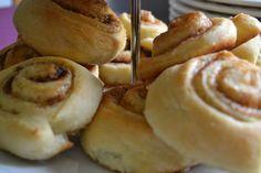 Schwedische Zimtschnecken <3 Doughnut, Desserts, Food, Biscuits, Kuchen, Food Food, Creative, Rezepte, Tailgate Desserts