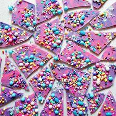 Funky chocolate bark by Katherine Sabbath Köstliche Desserts, Delicious Desserts, Dessert Recipes, Beautiful Cakes, Amazing Cakes, Cake Cookies, Cupcake Cakes, Cupcakes, Drippy Cakes