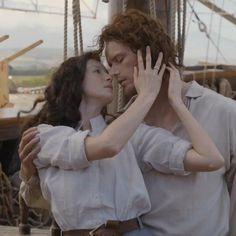 New picture of Caitriona Balfe as Claire Randall Fraser and Sam Heughan as Jamie Fraser of Starz-Outlander Season 3 Voyager - August 24th, 2017