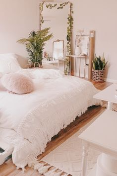 Trendy Bedroom Design Ideas Inspiration Home Decor Bedspreads Ideas Cozy Bedroom, Trendy Bedroom, Bedroom Inspo, Bedroom Apartment, Room Decor Bedroom, Bedroom Ideas, Bed Room, Modern Bedroom, Bedroom Designs