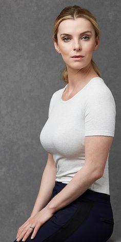 Betty Gilpin Sexy
