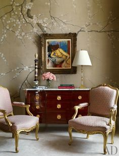 A painting by Edgar Degas is set against a hand-painted wall covering by de Gournay in the master bedroom of a Manhattan apartment by Michael S. Smith and Peter Pennoyer Architects. The gilt-wood chairs are upholstered in a Fortuny cotton. New York City Apartment, Manhattan Apartment, Beautiful Bedroom Designs, Beautiful Bedrooms, Canapé Design, House Design, Deco Rose, Traditional Bedroom, Traditional Interior