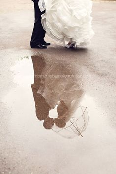 A wonderful rainy day photo you should have. Click to view rainy day wedding tips. HAMILTON ON WEDDING PHOTOGRAPHY