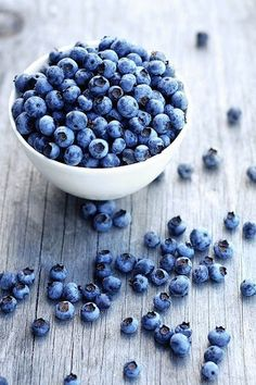 Blueberry for antioxidants and vitamins - health nutrition training motivation inspiration clean eating workout - womenswear menswear bayse luxe activewear Fruits And Veggies, Fresh Fruit, Food Styling, The Best, Food Porn, Food And Drink, Yummy Food, Healthy Recipes, Eat Healthy