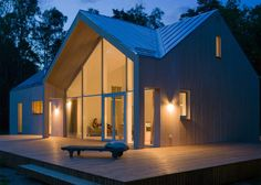 A contemporary house in Finland with wood siding and an aluminium roof. Gamla Villan in Hanko, Finland, by Finish studio Mer Architects.