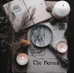Lovely altar inspired by the Hermit tarot card Tarot Celta, Dark Fantasy, Imagenes Dark, Maleficarum, The Ancient Magus Bride, Season Of The Witch, Modern Witch, Witch Aesthetic, Witch House