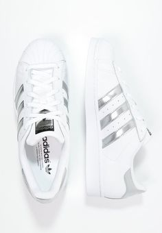 Adidas Women Shoes - adidas Originals SUPERSTAR - Tenisówki i Trampki - white/silver metallic/core black za 349 zł zamów bezpłatnie na Zalando. - We reveal the news in sneakers for spring summer We reveal the news in sneakers for spring summer 2017 Dr Shoes, Cute Shoes, Me Too Shoes, Golf Shoes, Adidas Shoes Women, Nike Women, Adidas Sneakers, Shoes Addidas, Sneakers Workout
