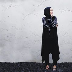 MONOCHROME / / Super comfy in this waterfall waistcoat from @bbtlb & my @dinatorkia black harems #dinatokio