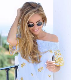 Beach bag, rayban and summer dress
