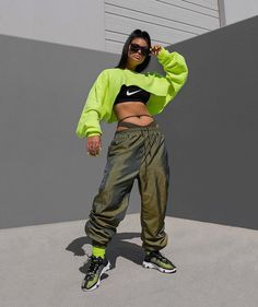 Neon Outfits on Home Architecture Tagged on Neon Outfits. Neon Outfits, Sporty Outfits, Spring Outfits, Trendy Outfits, 90s Fashion, Fashion Outfits, Womens Fashion, Fashion Trends, Urban Fashion Women