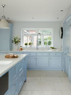 'Blue Kitchen' was the brief for this Yorkshire kitchen from the outset. With hand-painted 'New Classic' furniture in our 'Summer Sky' blue paint, this kitchen is the perfect space for family dining. Blue Country Kitchen, Big Kitchen, Kitchen Units, Kitchen And Bath, Kitchen Decor, Kitchen Ideas, Bespoke Kitchens, Luxury Kitchens, Cool Kitchens