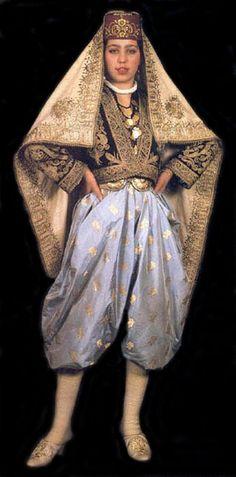 'Kuyruklu' bridal costume from Beypazarı (85 km west of Ankara).  Mid-20th century.