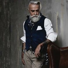 Alessandro Manfredini – male model for the mature look – love it! Alessandro Manfredini – male model for the mature look – love it! Look Casual Hombre, Dandy Look, Dandy Style, Mode Hipster, Hipster Fashion, Older Mens Fashion, Mode Man, Style Masculin, Beard Model