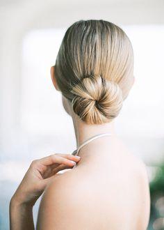 Modern Minimalist Wedding with Feminine Style sleek modern ballet bun Ballet Hairstyles, Loose Hairstyles, Bride Hairstyles, Bridesmaids Hairstyles, Bridal Hair And Makeup, Hair Makeup, Modern Minimalist Wedding, Bridal Hair Inspiration, Bridal Braids