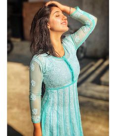 Dress Indian Style, Indian Dresses, Indian Outfits, Simple Kurti Designs, Stylish Dress Designs, Girl Photo Poses, Girl Poses, Photo Shoot, Stylish Dresses