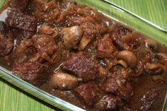 בשר ופטריות ביין - צילום : שפרה נחום