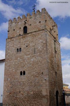 Torre Vieja en San Clemente Cuenca.  Esta torre es la edificación más antigua del pueblo. Por su ubicación y altura, su utilización debió ser, más que para un uso estrictamente militar, a una estructura de vigilancia de los terrenos situados alrededor de la villa