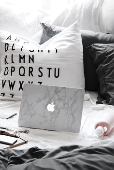 Only Deco Love: First Advent of December : Marble Macbook skin giveaway!
