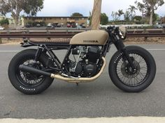 Holy sand I want this bike - The History of Café Racers - Cafe Racer TV Cafe Racer Honda, Cb 500 Cafe Racer, Cafe Bike, Custom Cafe Racer, Cafe Racer Bikes, Cafe Racer Build, Cafe Racer Motorcycle, Motorcycle Design, Chopper Motorcycle