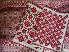 Transylvanian cross stitch Photo: parna antique and vintage linen -Romania Blackwork Embroidery, Modern Embroidery, Embroidery Patterns, Knitting Patterns, Palestinian Embroidery, Cross Stitch Pillow, Country Art, Needlework, Quilts