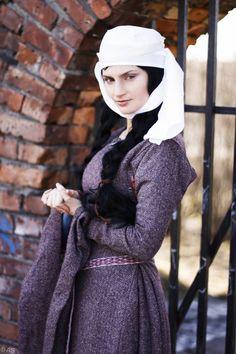 Model: Natalia Spitsyn Makeup artist: Natalia Kudelkina Photographer: Anna Sergeeva In the role of weasel - weasel Varushka Suit 12 th century.