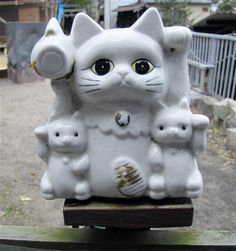 vintage Maneki Neko ** Learn more about #cats with Ozzi Cat Magazine >> http://OzziCat.com.au **