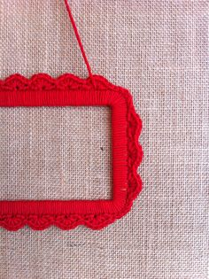 Crochet frame by Delimalimon Craft.
