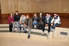 """Foto degli studenti dell'Ipsia """"Barlacchi"""" Crotone all'interno dell'Auditorium dell'Alkmeon International School of Dentistry."""