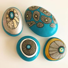 Rock Painting Ideas that will inspire you to start creating! Don't be intimidated by all the rocks you see. Painted Rock Ideas are perfect for beginners! Mandala Painted Rocks, Mandala Rocks, Hand Painted Rocks, Mandala Art, Pebble Painting, Dot Painting, Pebble Art, Stone Painting, Rock Painting Ideas Easy