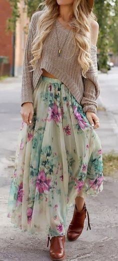 Maxi floral skirt with slouchy sweater. Look Hippie Chic, Look Boho, Bohemian Style, Gypsy Style, Bohemian Outfit, Hippie Chic Outfits, Bohemian Fashion Styles, Boho Work Outfit, Modern Bohemian