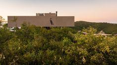 Galería de Casa en La Cuesta / Hernán Baremberg + Cintia Bass - 12 Willis Tower, Magnolia, World, Building, Travel, Architects, Houses, Fotografia, Photos
