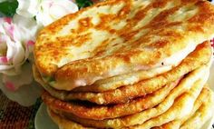 Fluffy cakes on kefir: tasty and fast! Vegetarian Recipes, Cooking Recipes, Bulgarian Recipes, Romanian Food, Food Photo, Healthy Snacks, Breakfast Recipes, Good Food, Food And Drink