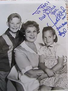 shirley booth   Shirley Booth Hazel Signed photo with cast susie & harold baxter