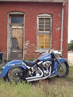 Harley Davidson Bike Pics is where you will find the best bike pics of Harley Davidson bikes from around the world. Hd Fatboy, Harley Fatboy, Harley Bobber, Harley Bikes, Harley Davidson Wheels, Harley Davidson Pictures, Classic Harley Davidson, Harley Davidson Motorcycles, Custom Motorcycle Paint Jobs